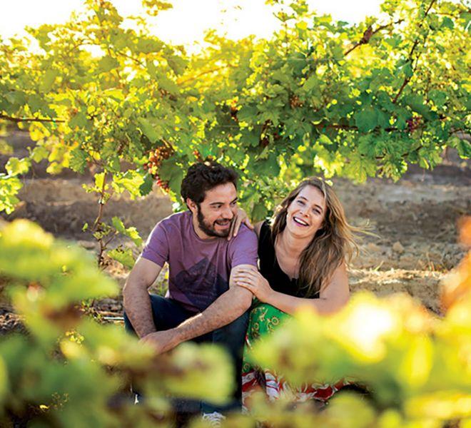 Feine-Weine-aus-Argentinien-Weingut-Avarizza-in-Region-Mendoza-Inhaber-im-Weinberg_1280sq